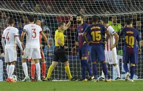 Árbitro le anula gol a Piqué y lo expulsa