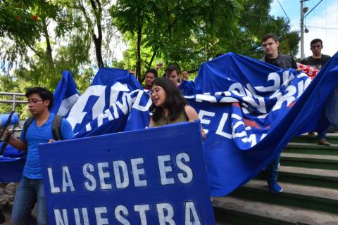 Estudiantes de la USAC manifiestan para pedir investigación en la AEU