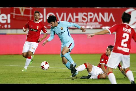 Sin despeinarse el FC Barcelona superó al Murcia por la Copa del Rey