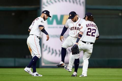 Los Astros ganan el tercer partido de la Serie Mundial y toman ventaja