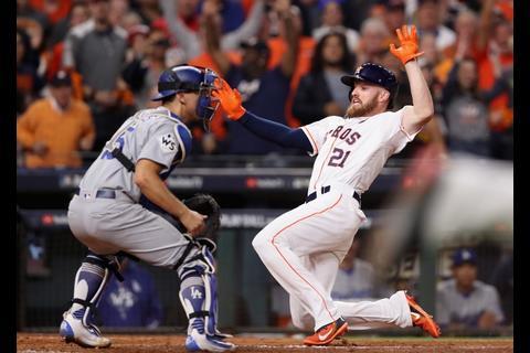 Los Astros ganan un extraordinario quinto juego de la Serie Mundial