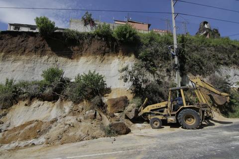 ¡Zona de riesgo! Conred evalúa derrumbe en San Cristóbal