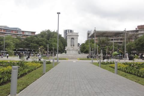 La nueva Plaza España luce más atractiva para los capitalinos