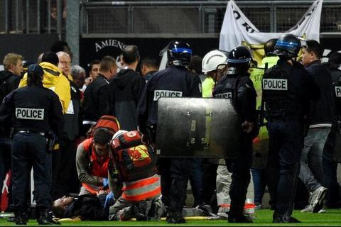 Varios heridos en estadio de Francia tras derrumbarse la tribuna