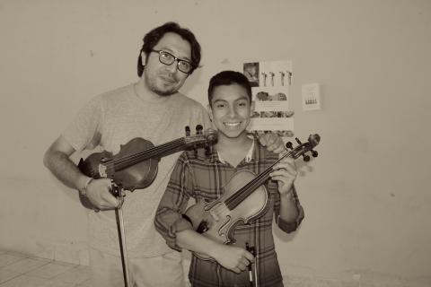 Fallece Survier Flores, violinista guatemalteco radicado en Francia