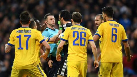 Amenazan de muerte al árbitro que pitó el polémico penal del Madrid