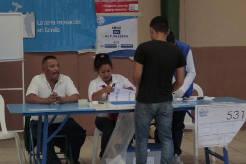Los peculiares mensajes que los guatemaltecos dejaron en las boletas