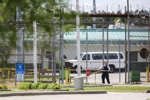 Las aterradoras imágenes del motín en una cárcel de EE. UU.