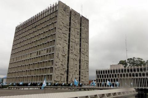 Calificadora mantiene nota para Guatemala, pero hace advertencia