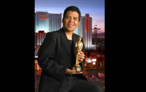 Mago guatemalteco recibe premio en México