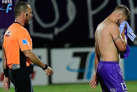 """Hizo de todo para ser amonestado, pero el árbitro no le dio el """"gusto"""""""