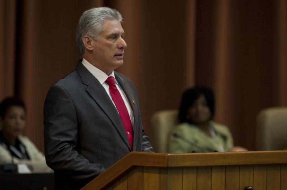 Un civil asume presidencia de Cuba y termina el régimen de los Castro