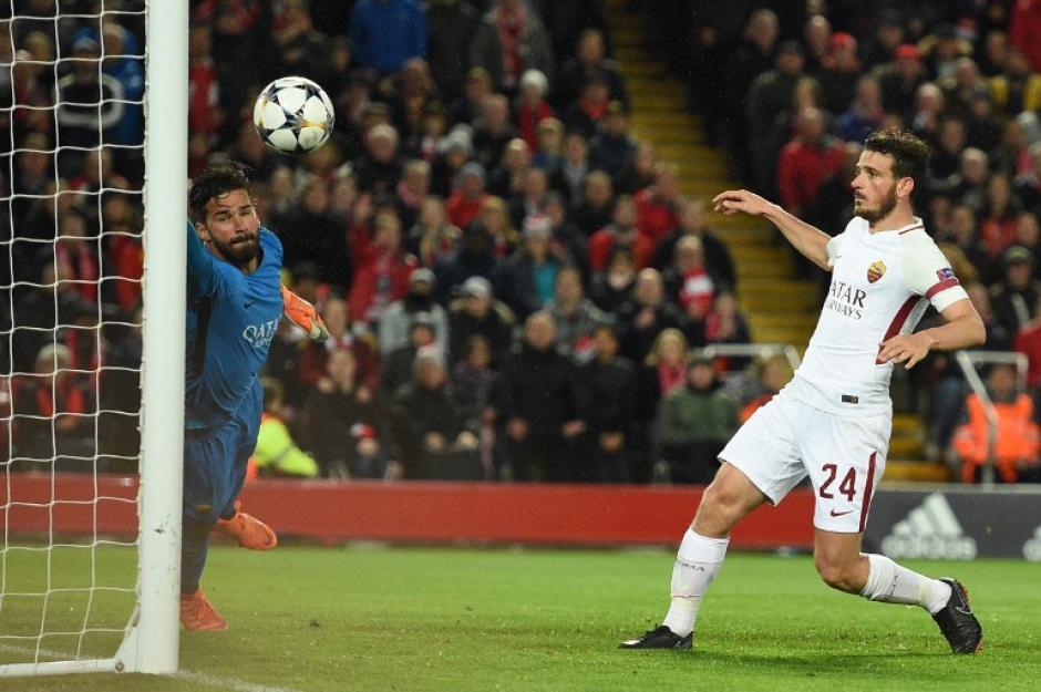 Liverpool desaprovecha ventaja y el primer finalista se define en Roma