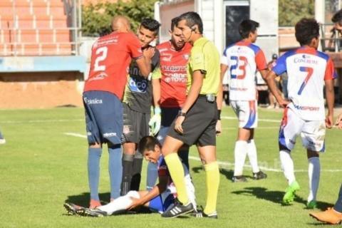 Bochorno en fútbol boliviano: equipo lleva juveniles y fingen lesiones