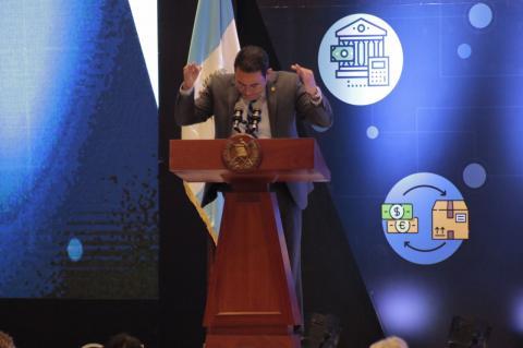 El inusual consejo de Jimmy Morales para imitar a Cristóbal Colón