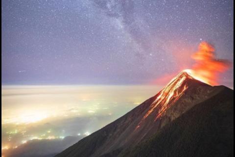 Nat Geo comparte espectacular fotografía del volcán de Fuego