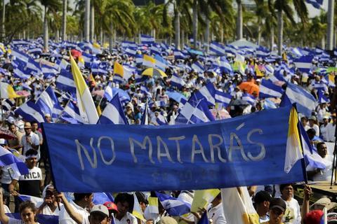 Miles marchan en Nicaragua tras las violentas protestas