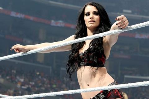Escalofriante lesión de luchadora de la WWE podría alejarla de pelear