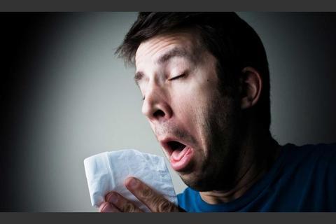 Aguantar un estornudo puede causar lesiones, dice la ciencia