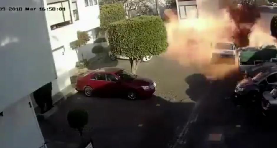 Impresionante explosión durante intento por cambiar tanque de gas