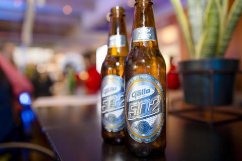 Conoce al nuevo orgullo de Cervecería Centro Americana: Gallo 502