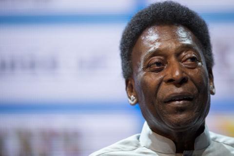 Pelé sufre un desmayo y lo trasladan de emergencia a un hospital