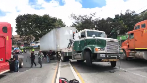 Accidente en Periférico paraliza el tráfico al menos tres horas