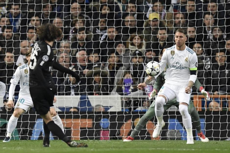 Polémica por mano de Sergio Ramos en el área y que el árbitro no vio