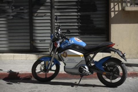 Motocicletas eléctricas patrullan las calles de la zona 1