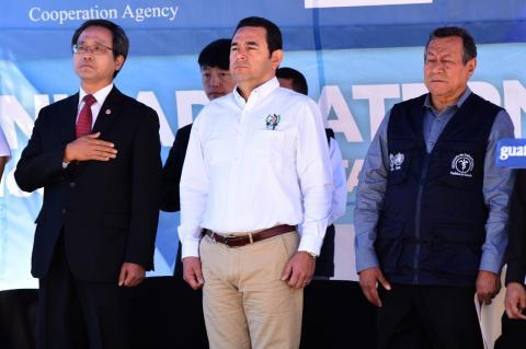 Embajador de Corea le reclama a Jimmy por el estado de las carreteras