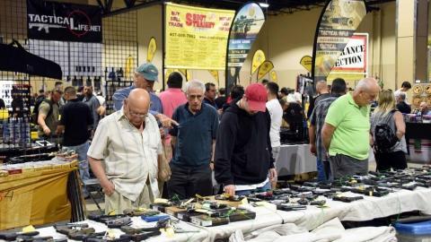 Florida celebra gran feria de armas tres días después del ataque
