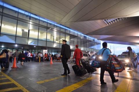 Aeropuerto La Aurora recibe histórica calificación de OACI del 88%