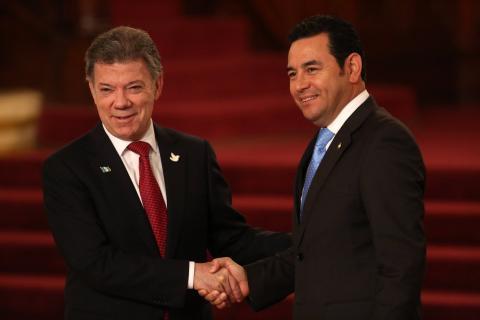 Jimmy Morales y Juan Manuel Santos se reunirán en privado en Colombia
