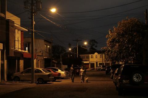 """La calle donde vives podría quedar sin """"luz"""" si tu comuna no paga"""