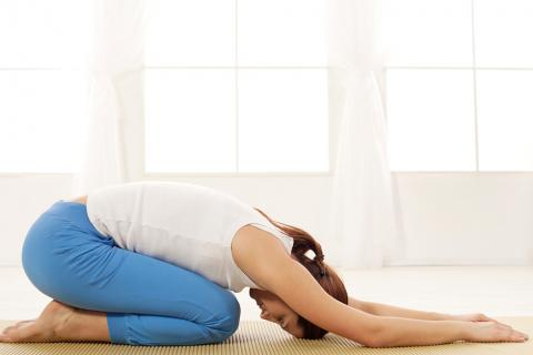Las posturas más efectivas de yoga que fortalecerán tu abdomen