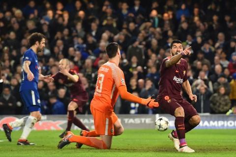 Luis Suárez dedicó el gol de Messi al árbitro y al asistente