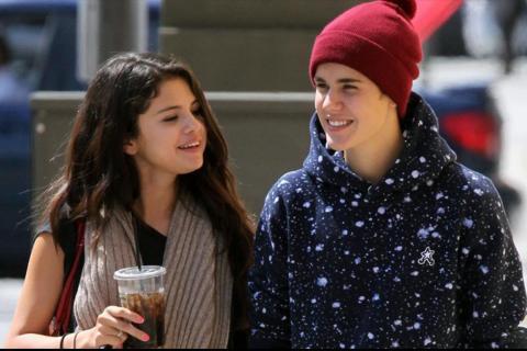 Así oficializa Justin Bieber su nuevo romance con Selena Gomez