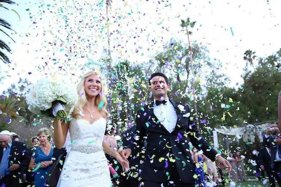 Suegro borracho besa a la novia en plena boda y causa batalla campal
