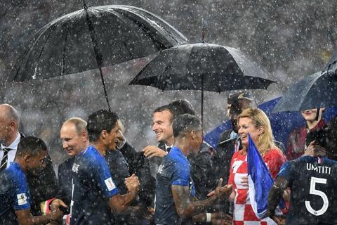 ¿Falta de caballerosidad hacia la presidenta de Croacia?