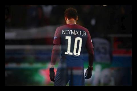 """Palmeras y sol: así """"sufrió"""" Neymar el partido PSG - Real Madrid"""