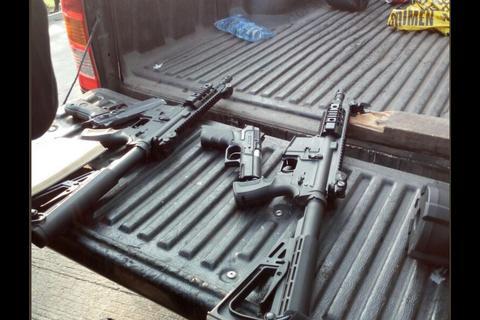 Detienen a hombres en un auto blindado y con armas de alto calibre