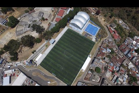 La historia de un campo de fútbol que no se puede utilizar en Mixco