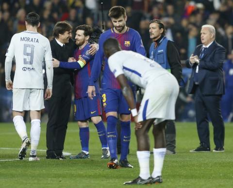 Polémica en Inglaterra por la imagen de Conte abrazando a Messi