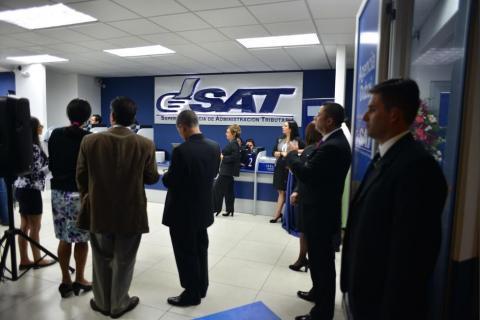 Guatemaltecos cumplen con sus impuestos, pero SAT no llega a la meta