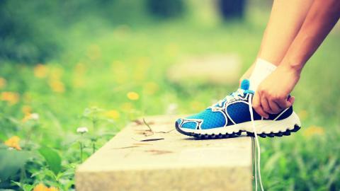 Esta es la solución para quitar el mal olor de los pies y los tenis