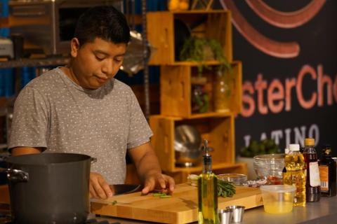 """El guatemalteco Manuel Tol fue el mejor de la noche en """"MasterChef"""""""