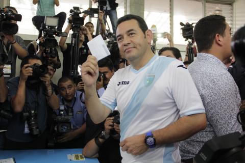 Jimmy Morales intercede por el fútbol de Guatemala ante la FIFA