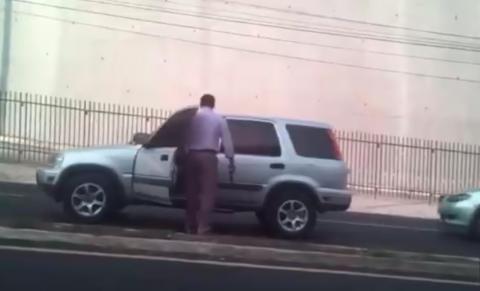 Conductor intimida con un arma de fuego en el tráfico de San Cristóbal
