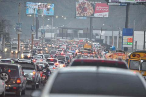Q50 diarios, el promedio que cada conductor gasta en el tráfico