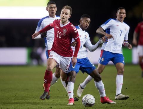 Blas Pérez expulsado en amistoso Dinamarca-Panamá